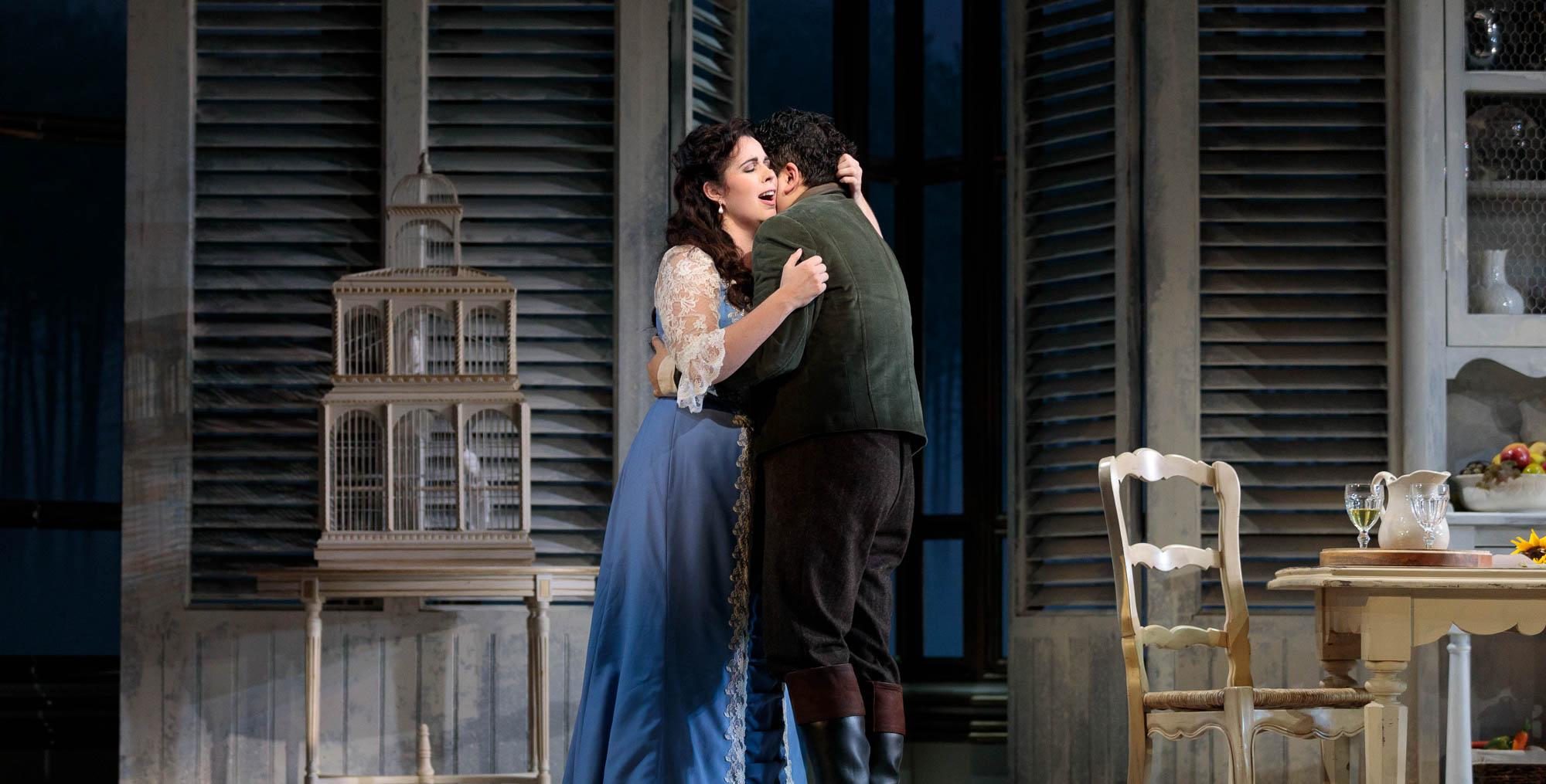 Couple embraces it the 2019 production of La traviata.